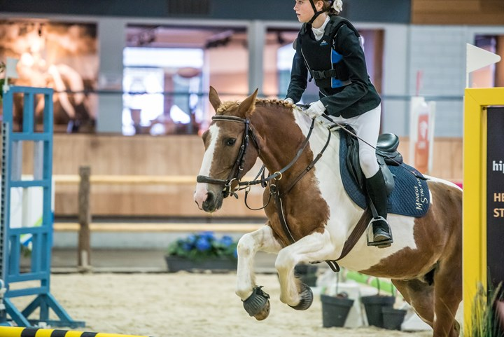 *VIDEO* Finales KNHS/FNRS Springcompetitie tijdens Indoor Brabant
