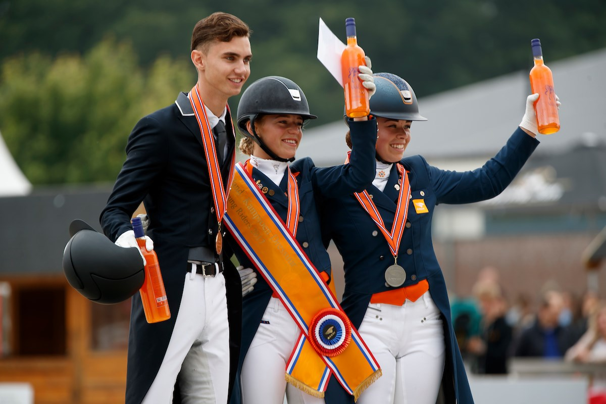 Esmee Donkers wint NK Dressuur Young Riders