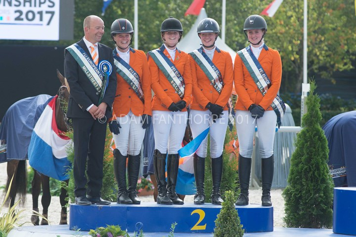 Eventing Young Rider team wint zilver, Bleekman brons