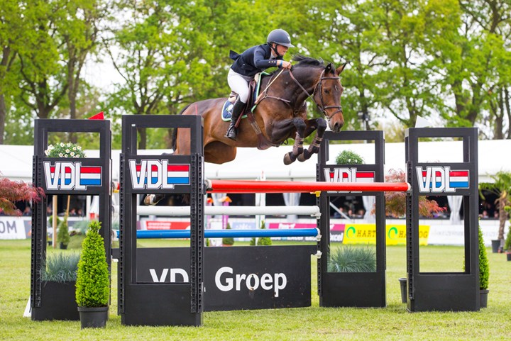 Mel Thijssen wint NK Springen Junioren *VIDEO*