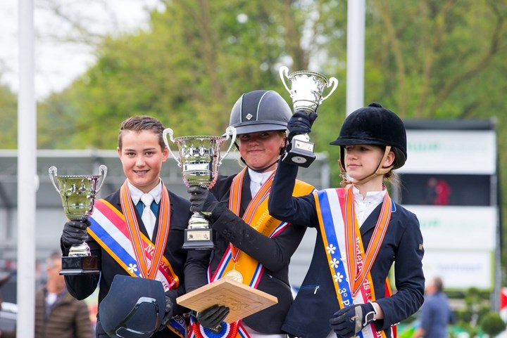 NK Springen: Mila Everse Nederlands kampioene Children *VIDEO*