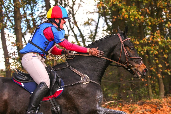 Anica van Huis wint KNHS-Eventing Cup