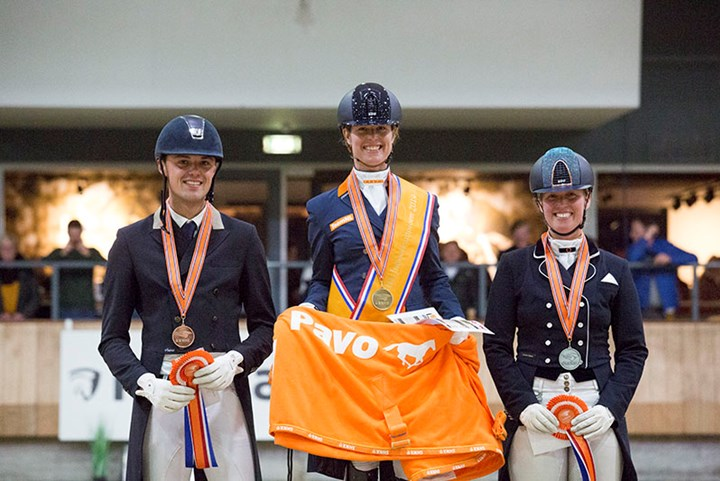 Adelinde Cornelissen indoorkampioen Lichte Tour *video*
