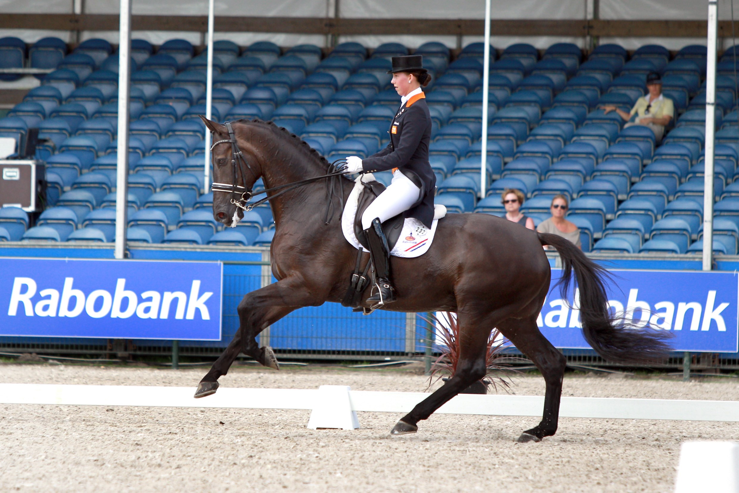 Stephanie Kooijman neemt leiding in NK Young Riders