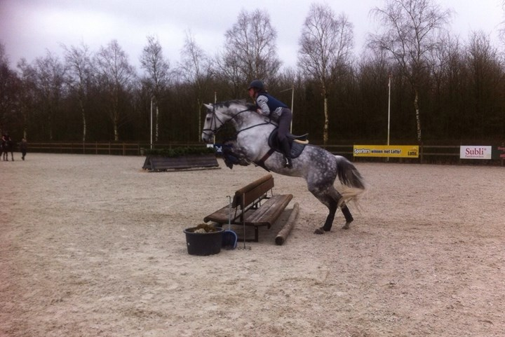 Eventingruiters trainen op KNHS-centrum