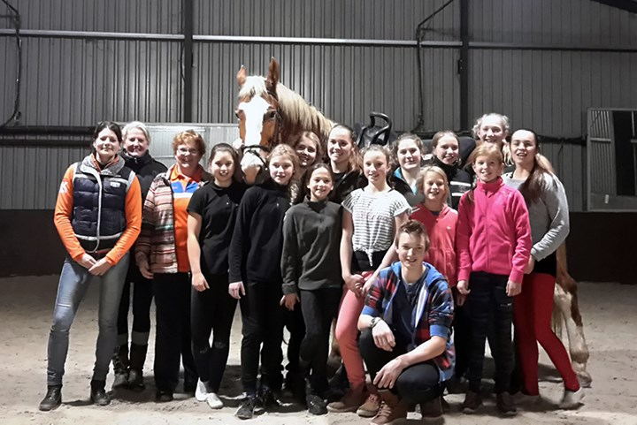 *VIDEO* Training nationaal junioren voltigeteam gestart